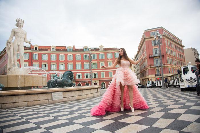 Фотосессия в розовом платье от Ali Karoui