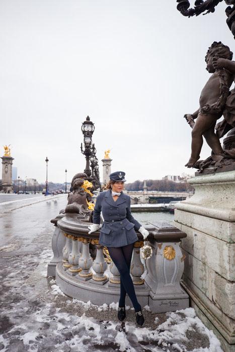 заснеженный мост Александра в Париже