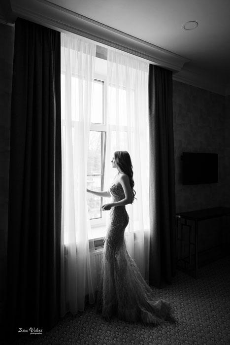 Женский портрет в отеле